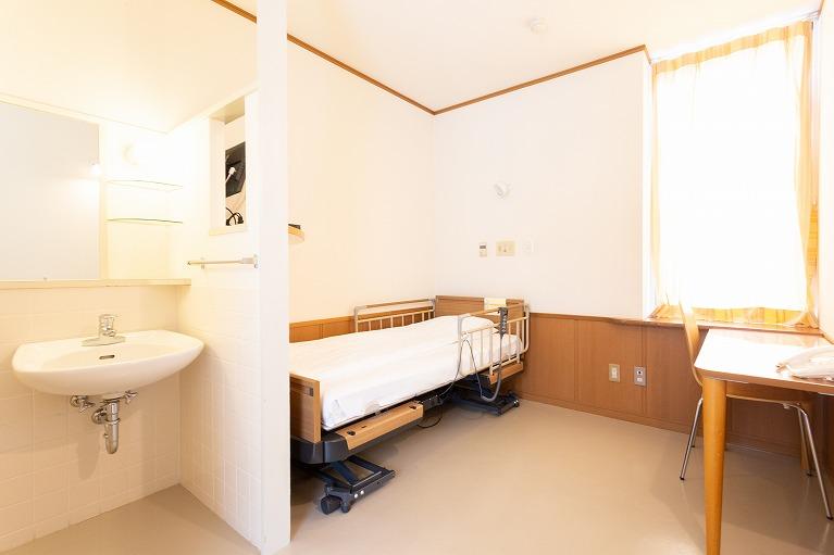 入院室(個室14室、2人部屋1室 )